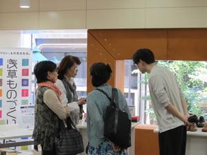 タイム&エフォート 山本さん接客.JPG